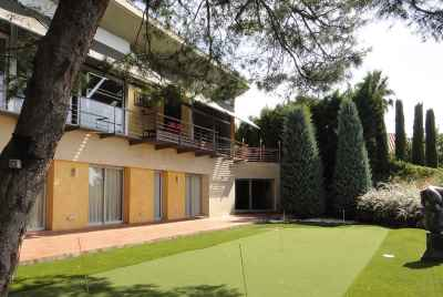 Luxurious house with mini golf course, pool and garden on Maresme Coast near Barcelona